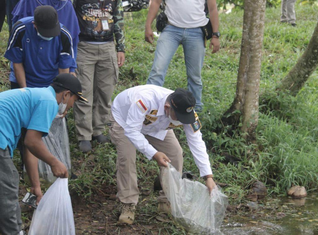 Peringati Hari Lingkungan Hidup Sedunia, Pemerintah Kabupaten Pringsewu Tanam Pohon dan Tabur Benih Ikan