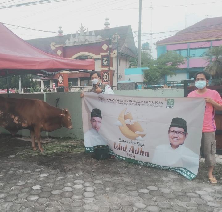 PWNU Lampung Potong Hewan Qurban dari Anggota DPR RI F-PKB Muhammad Kadafi
