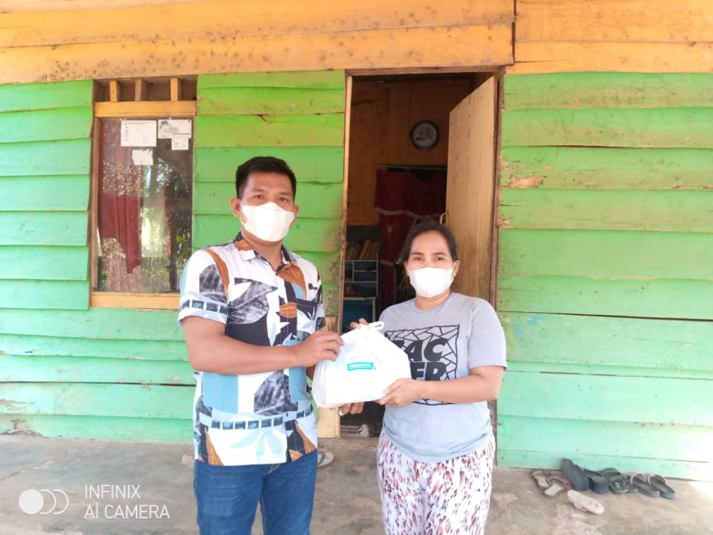 APINDO Lampung Bagikan Paket Sembako Kepada Warga Desa Sukaraja yang Isolasi Mandiri