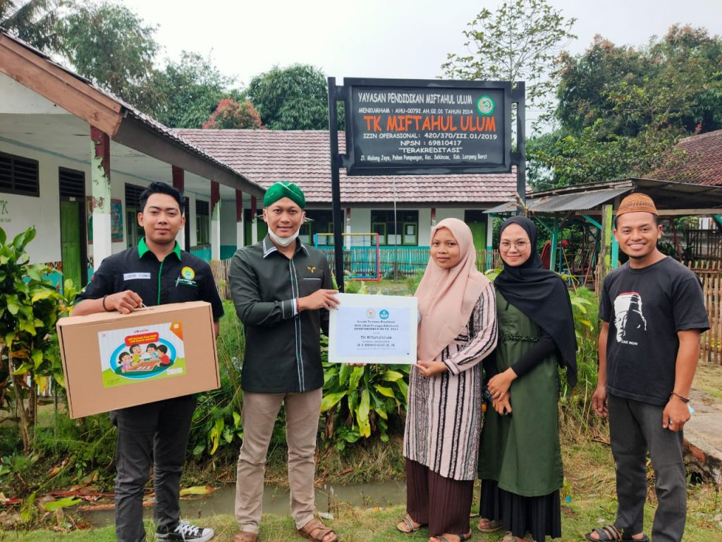 Dukung Generasi Cerdas dan Ceria, Muhammad Kadafi Salurkan Alat Peraga Edukasi Untuk TK Miftahul Ulum Sekincau Lampung Barat