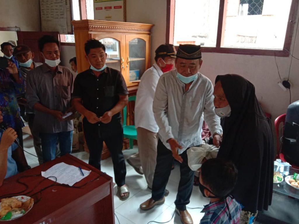 Bentuk Kepedulian BUMDes Karyamuda Bagikan Paket Sembako dan Santuni Anak Yatim